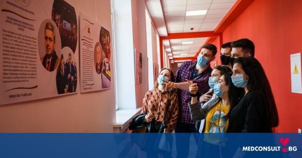 """Фотографска изложба """"Пътят към успеха - 60 години Медицински университет - Варна"""" е открита в МУ-Варна"""