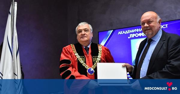 На тържествен академичен съвет бяха връчени дипломите за заети академични длъжности в МУ-Варна
