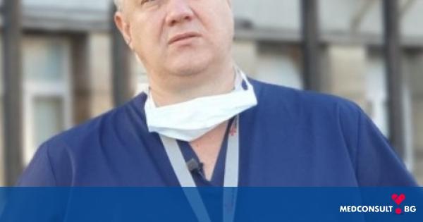 """Протест на медици пред """"Пирогов"""" в подкрепа на проф. Асен Балтов"""